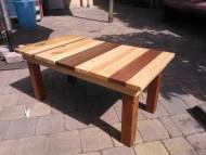 Bijzet tafeltje voor buiten van resthout